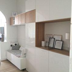 un bureau discret et beaucoup de rangement pi ces de monnaie belle et salons. Black Bedroom Furniture Sets. Home Design Ideas