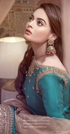 Shadi Dresses, Pakistani Formal Dresses, Pakistani Dress Design, Pakistani Outfits, Velvet Dress Designs, Dress Neck Designs, Stylish Dress Designs, Stylish Dresses, Pakistani Fashion Party Wear