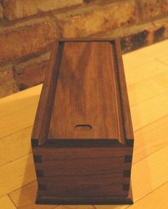 Creatived Ideas Antique Candle Works - Savvy Ways About Things Can Teach Us Small Woodworking Projects, Wooden Projects, Wood Crafts, Wooden Box Designs, Decorative Wooden Boxes, Dovetail Box, Candle Box, Bottle Box, How To Antique Wood