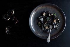 Résultats Google Recherche dimages correspondant à http://ourkitchen.fisherpaykel.com/wp-content/uploads/2011/10/squid_ink_pasta_with_clams__white_wine_main.jpg