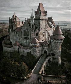Beautiful Castles, Beautiful Buildings, Beautiful Places, Gothic Architecture, Beautiful Architecture, Ancient Architecture, Shotting Photo, Château Fort, Fantasy Castle