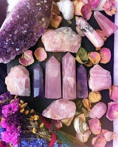 Heal your heart and open your crown with rose quartz and amethyst crystals Crystal Healing Stones, Crystal Magic, Crystal Grid, Crystal Shop, Rose Quartz Crystal, Crystals And Gemstones, Stones And Crystals, Natural Crystals, Crystal Aesthetic