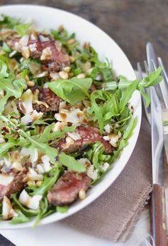 Tagliata oftewel biefstuk salade. Deze Italiaanse salade doet denken aan carpaccio maar dan met biefstuk. Lekker? Heerlijk! Een van mijn favorieten. Makkelijk om te maken, snel klaar én waanzinnig lekker. Aanrader dus!