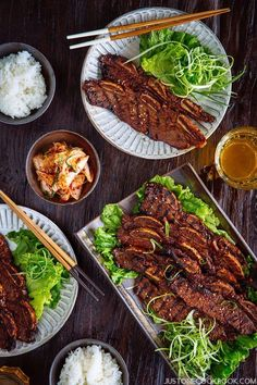 BBQ Short Ribs – Looking for a delicious barbecue beef short ribs recipe? Fire up your grill because these Korean-style marinated BBQ ribs will stimulate and please your taste buds! Pulled Pork Recipes, Rib Recipes, Barbecue Recipes, Asian Recipes, Healthy Recipes, Ethnic Recipes, Filipino Recipes, Barbecue Sauce, Grilling Recipes