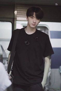 Teen Story When you know you only an outsiders. You not a… # Fiksi remaja # amreading # books # wattpad Korean Boys Ulzzang, Cute Korean Boys, Ulzzang Boy, Korean Men, Asian Babies, Asian Boys, Asian Actors, Korean Actors, Place Of Birth