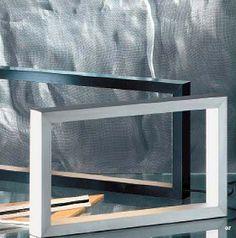 San Marco  Lámpara de sobremesa realizada en aluminio extruido en forma de marco rectangular.  Diseñador/FabricanteQuim Larrea y Gonzalo Milá - B.Lux  398,78 € IVA incluido.