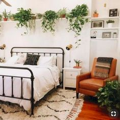 Lovely Bohemian Style Master Bedroom Ideas is part of Home Accessories Styling Bedrooms A Boho Chic Bedroom is which sort of space that perfectly matches your character Bohemian style is a more - Bohemian Bedroom Design, Boho Chic Bedroom, Bohemian Style Bedrooms, Stylish Bedroom, Cozy Bedroom, Bedroom Apartment, Home Decor Bedroom, Modern Bedroom, Bedroom Furniture