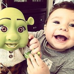 no way does this baby look like shrek Cute Kids, Cute Babies, Baby Kids, Baby Boy, Photo Awards, Start Ups, E-mail Marketing, Twin Brothers, Baby Fever