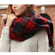 Bufanda escocesa roja y negra
