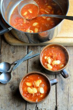 180 calories per LARGE serving!  A Hearty 5:2 Diet Recipe for Autumn: Butter Bean & Chorizo Stew with Tomatoes