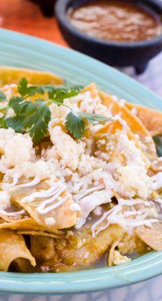 Comida mexicana: chilaquiles de pollo