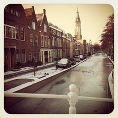 Bevroren grachten in Delft