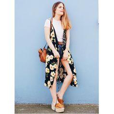 Look de hoy en el blog: shorts de @levis_spain chaleco de @topshopspain cinturón de @hmespana y sandalias de @mango. Os ha gustado? Por cierto estoy oficialmente de vacaciones!  .  Today I'm wearing @levis shorts floral vest from @topshop_ldn belt from @hm and @mango sandals. Do you like it? I'm officially on holidays!!  #fashionblogger #fashionworld #fashionaddicted #life #lifestyle #fashiondiaries #fashionblog #newpost #newlook #newoutfit #newclothes #clothes #moda #comunicación #fashion…