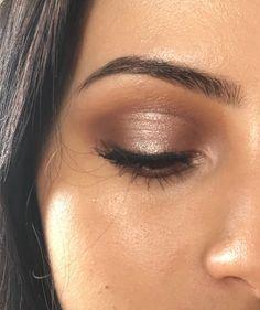 Pretty soft shimmer neutral daily eye makeup look Pretty Makeup, Love Makeup, Makeup Inspo, Makeup Inspiration, Halo Eye Makeup, Soft Eye Makeup, Beauty Make-up, Beauty Hacks, Hair Beauty