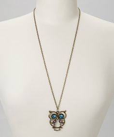 Lifted by gem-encrusted wings and big, sparkling eyes, this sweet owl necklace is a fashion-forward hoot. Little darlings will have no problem keeping the piece perched around their necks thanks to a solid metal chain and body.