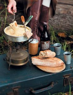 Cheese fondue | Kaasfondue Winter Parties, Fondue Recipes, South African Recipes, Holiday Recipes, Holiday Foods, Fruits And Veggies, Food And Drink, Tasty, Favorite Recipes
