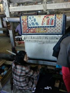 Tibetian rug maker. The rug is made by two and takes 25 days