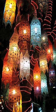 These paper lanterns could inspire an interesting and festive outdoor party or a New Years celebration perhaps? Love the colors.