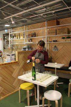 Rulla/Nudge - Food Sightseeing tutustuttaa viiniravintoloihin uudella tavalla Viinikierroksellaan   Helsingin kaupungin matkailublogi