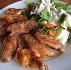 The Best Mom on the Block: Easy Baked Chicken Wings Easy Baked Chicken Wings, Raw Chicken, Super Bowl Weekend, Chilli Recipes, Best Mom, Get Healthy, Clean Eating, Veggies, Appetizers
