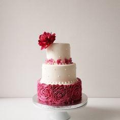 ステンドガラスみたいなケーキも…!海外instaに見るウエディングケーキに夢が広がる   by.S