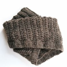 The Spine Rib Cowl requires simple cable techniques which produces ribbing that resembles spines. This simple yet unique cowl is perfect for beginning cable knitters.