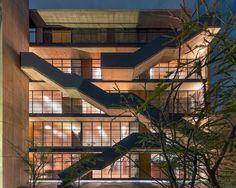 EGL1916 / Alvaro Moragrega arquitecto gevel appartementen trap terrassen balkons verlichting buitentrap