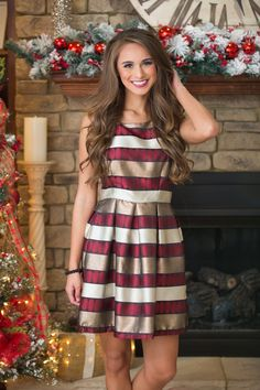 From a romantic dinner date to celebrating the start of the New Year, this beautifully stunning dress is perfect for all of your formal occasions!
