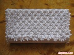 white purse for women, crochet tutorial - crafts ideas - crafts for kids Crochet Handbags, Crochet Purses, Crochet Bags, Purse Patterns, Crochet Patterns, White Purses, Bag Organization, Knitted Bags, Small Bags