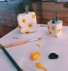 Painting charger blocks DIY Painting charger blocks DIY,Art Painting charger blocks DIY Related posts:Snow flake wood slice ornament - Wood slice craftsReclaimed Barrel Stave Wall Clock - Whiskey barrel ideasWood slice cotton boll or. Cute Canvas Paintings, Small Canvas Art, Mini Canvas Art, Diy Canvas, Block Painting, Diy Painting, Mirror Painting, Trippy Painting, Aesthetic Painting
