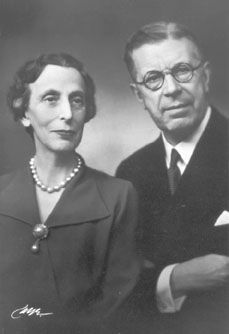 King Gustaf VI Adolf with his second wife Lady Louise Mountbatten; Lady Louise was one of Louis Mountbatten, Earl of Mountbatten of Burma's sisters and aunt to Britain's Prince Philip, Duke of Edinburgh. Princess Louise, Princess Estelle, Princess Beatrice, Queen Victoria Family, Princess Victoria, Sweden History, Princess Alice Of Battenberg, Louise Mountbatten, Kingdom Of Sweden