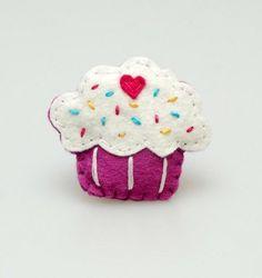 Apetyczny Muffin z Lukrem - Pakamera. Brooches Handmade, Cupcake, Fancy, Random, Awesome, Sweet, Desserts, Candy, Tailgate Desserts