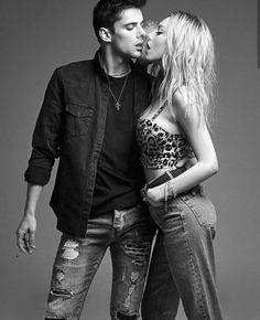 a power couple 🔥❤ #elite #elitenetflix #elite2 #carla #polo #esterexposito #alvarorico #miguelherran #christmas #photo #shoot #couple #date… Fashion 2020, Home Fashion, Fashion Outfits, Top Netflix Series, Lexie Grey, Fashion Model Poses, Photo Couple, Couples In Love, Gossip Girl