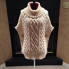 Aran cable-knit cowl poncho with buttons. Knitting Patterns Cowl here is a sweater This Pin was discovered by hya Sweater Knitting Patterns, Cardigan Pattern, Knitting Stitches, Knitting Designs, Knitting Yarn, Knit Patterns, Hand Knitting, Crochet Poncho, Knit Fashion