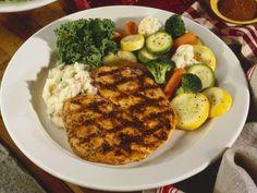 Hähnchenfilet vom Grill mit Gemüse ist ein Rezept mit frischen Zutaten aus der Kategorie Hähnchen. Probieren Sie dieses und weitere Rezepte von EAT SMARTER!