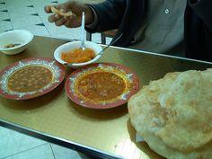 Sabri Halwa Puri, Karachi. (By www.flickr.com/photos/56935359@N00/)