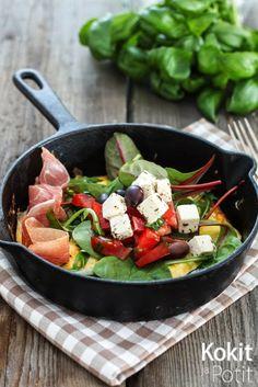 Munakas salaatilla | Omelette w/ feta salad (in finnish) | Kokit ja Potit -ruokablogi