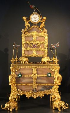 Musical necessaire (case) with watch About 1770 London, England; James Cox (about 1723-1800). Agate with gold set with pearls and brilliant-cut paste (glass). Victoria & Albert Museum, London, UK
