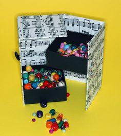 Porta jóias, porta treco, acessórios, etc. Feito com papelão e criatividade.