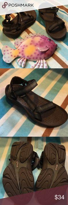 TEVA EUC TEVA.  Worn briefly twice. Teva Shoes Sandals
