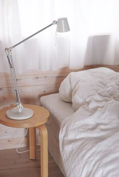 Rakas vanha valkoinen taloni Bed, Home, Stream Bed, Ad Home, Homes, Beds, Haus, Bedding, Houses