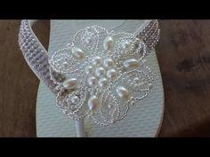 Flor de miçanga delicada parte 1 - YouTube Hair Piece, Bridal Hair, Diana, Flip Flops, Natural Hair Styles, Brooch, Table Decorations, Slippers, Sandals