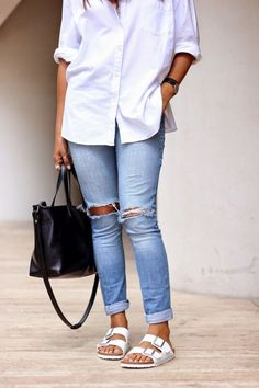 The perfect outfit! Jeans, shirt and Birkenstocks <3