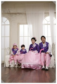 #Hanbok Korea - matching family hanbok outfits!