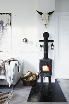 love the look, but a 90-degree angle in a wood stove pipe is dangerous!! safety first!