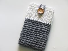 This is a very simple and quick pattern that can be adapted to all kinds of phones. You measure as you go making it easy to customize for any size phone.