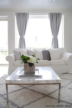Moikka! Täällä ollaan vietetty pienen vieraan kanssa rentoa viikonloppua leffojen ja herkkujen parissa. Perjantain leffaan meno sen s... Living Room Grey, White Houses, First Home, Grey And White, Decoration, Sweet Home, Room Decor, Interior, Inspiration