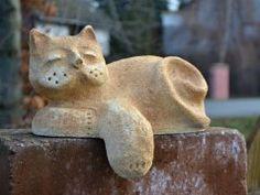 Simira - Obchod prodejce - atelier keramka Garden Sculpture, Dinosaur Stuffed Animal, Outdoor Decor, Animals, Atelier, Animales, Animaux, Animal Memes, Animal