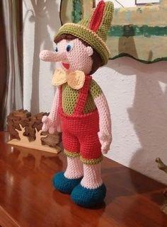 Patrón en español del famoso Pinocho.