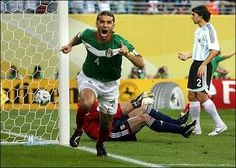 #MiMomentoMundialistaFavorito gol de rafa marquez que nos daba esperanza que se podia llegar lejos... #vamosmexico